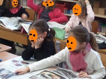 étude des journeaux en classe.jpg